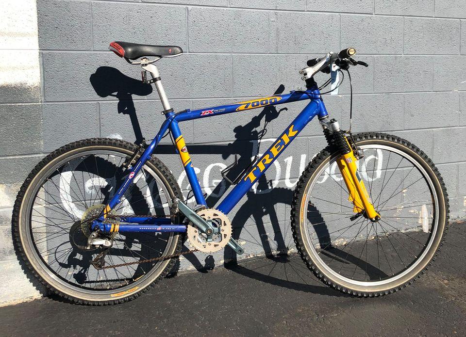 USED Trek 7000 Large Blue – $450