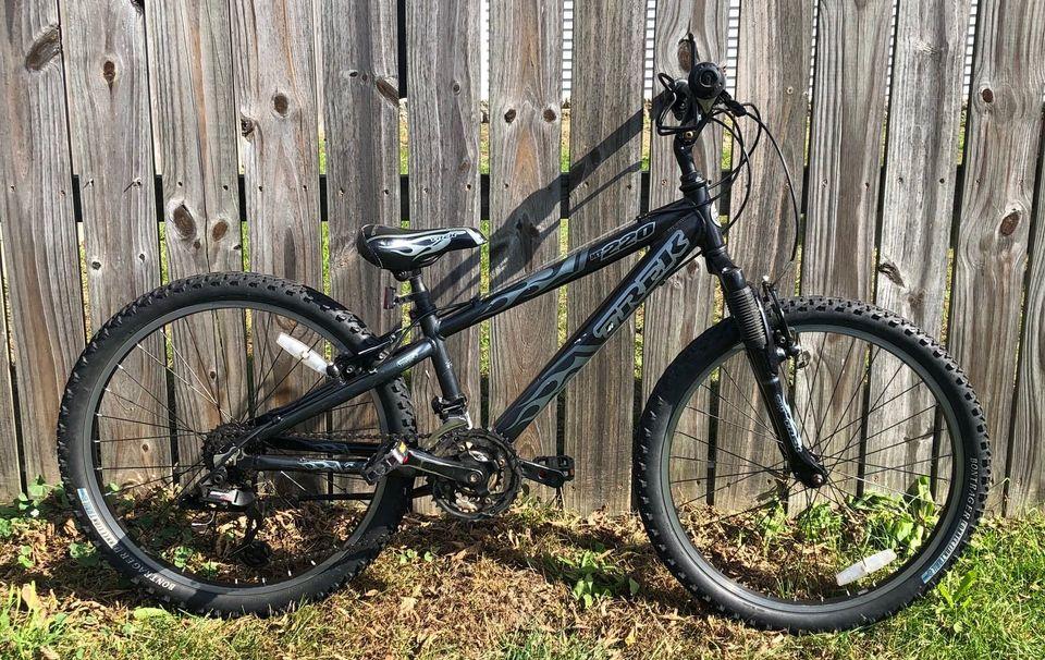 Used Trek MT220 24″ MTB Black – $190
