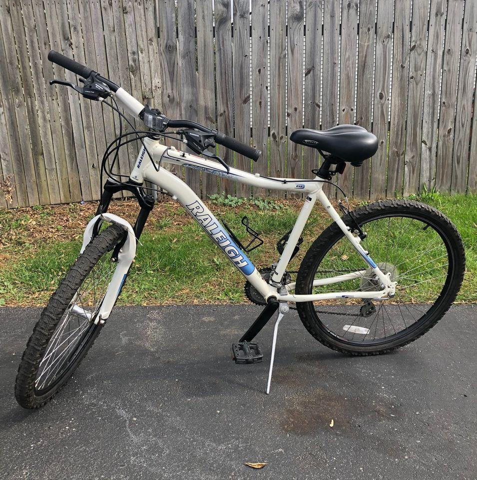 Used Raleigh Eva MTB WHT LG (19″) – $250
